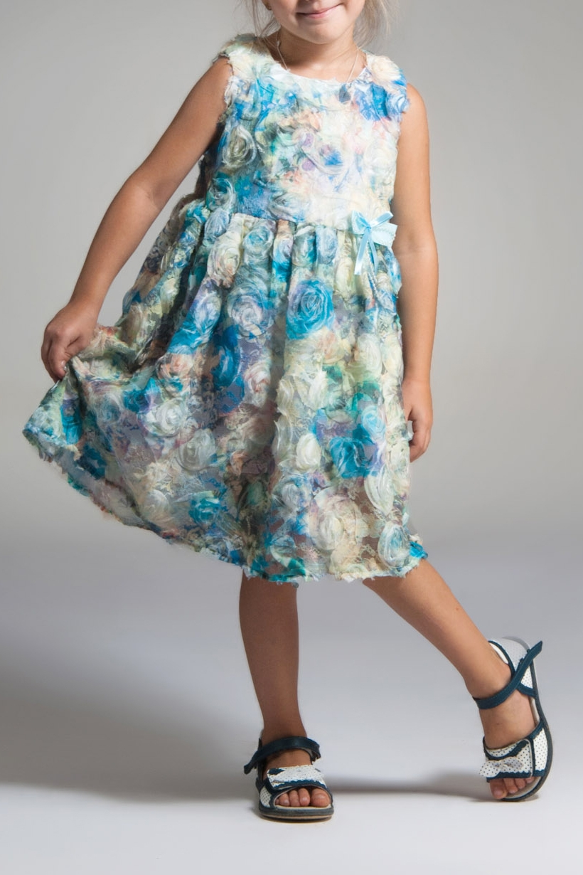 ПлатьеПлатья<br>Платье из необычной ткани. На прозрачный гипюр нашиты шифоновые цветы. Сама ткань уже произведение искусства. Юбка трёхслойная: подклада, фатин и основная ткань. Лиф на подкладе из хлопка. На поясе украшение в виде банта ручной работы из атласа, шифона и перламутровых бус.  Для просмотра платья для мамы вбейте S(4)-EEK в строку поиска.  В изделии использованы цвета: белый, голубой и др.  Размер 74 соответствует росту 70-73 см Размер 80 соответствует росту 74-80 см Размер 86 соответствует росту 81-86 см Размер 92 соответствует росту 87-92 см Размер 98 соответствует росту 93-98 см Размер 104 соответствует росту 98-104 см Размер 110 соответствует росту 105-110 см Размер 116 соответствует росту 111-116 см Размер 122 соответствует росту 117-122 см Размер 128 соответствует росту 123-128 см Размер 134 соответствует росту 129-134 см Размер 140 соответствует росту 135-140 см Размер 146 соответствует росту 141-146 см Размер 152 соответствует росту 147-152 см Размер 158 соответствует росту 153-158 см Размер 164 соответствует росту 159-164 см Размер 170 соответствует росту 165-170 см<br><br>Горловина: С- горловина<br>По возрасту: Ясельные ( от 1 до 3 лет)<br>По длине: Миди<br>По материалу: Гипюровые<br>По образу: Выпускной,Торжество<br>По рисунку: Растительные мотивы,С принтом (печатью),Цветные,Цветочные<br>По сезону: Весна,Зима,Лето,Осень,Всесезон<br>По силуэту: Полуприталенные<br>По стилю: На выпускной,Нарядные<br>По форме: Трапеция<br>По элементам: Без рукавов,С декором<br>Размер : 98<br>Материал: Гипюр<br>Количество в наличии: 1