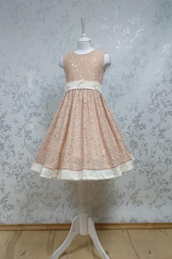 ПлатьеПлатья<br>Leli-Bambine - дизайн студия нарядной одежды для девочек.   Нарядное платье для маленькой леди. Платье из кружева с контрастной отделкой. Атласный пояс декорирован цветами. Подклад 100% хлопок.  В изделии использованы цвета:  бежевый  Размер 74 соответствует росту 70-73 см Размер 80 соответствует росту 74-80 см Размер 86 соответствует росту 81-86 см Размер 92 соответствует росту 87-92 см Размер 98 соответствует росту 93-98 см Размер 104 соответствует росту 98-104 см Размер 110 соответствует росту 105-110 см Размер 116 соответствует росту 111-116 см Размер 122 соответствует росту 117-122 см Размер 128 соответствует росту 123-128 см Размер 134 соответствует росту 129-134 см Размер 140 соответствует росту 135-140 см<br><br>Горловина: С- горловина<br>По возрасту: Дошкольные ( от 3 до 7 лет),Школьные ( от 7 до 13 лет)<br>По длине: Миди<br>По материалу: Кружево<br>По образу: Выпускной,Торжество<br>По рисунку: Цветные<br>По сезону: Весна,Зима,Лето,Осень,Всесезон<br>По силуэту: Приталенные<br>По стилю: На выпускной,Нарядные,Романтические<br>По форме: Трапеция<br>По элементам: Без рукавов,С декором<br>Размер : 116,128<br>Материал: Кружево<br>Количество в наличии: 3
