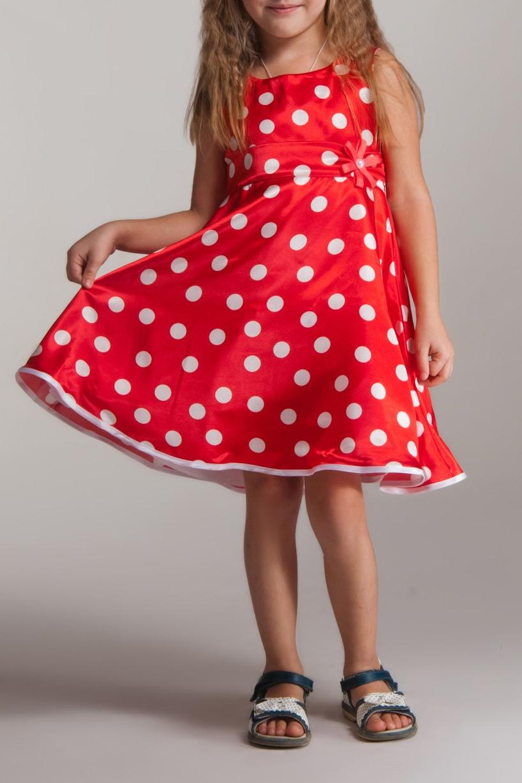 ПлатьеПлатья<br>Платье выполнено из стрейч-атласа, подклад из полиэстера, объем придает фатин, настроченный по низу подклады. Украшение в виде цветка ручной работы из ленточек в тон платью, в центре украшенного стразой.  В изделии использованы цвета: красный  Размер 74 соответствует росту 70-73 см Размер 80 соответствует росту 74-80 см Размер 86 соответствует росту 81-86 см Размер 92 соответствует росту 87-92 см Размер 98 соответствует росту 93-98 см Размер 104 соответствует росту 98-104 см Размер 110 соответствует росту 105-110 см Размер 116 соответствует росту 111-116 см Размер 122 соответствует росту 117-122 см Размер 128 соответствует росту 123-128 см Размер 134 соответствует росту 129-134 см Размер 140 соответствует росту 135-140 см Размер 146 соответствует росту 141-146 см Размер 152 соответствует росту 147-152 см Размер 158 соответствует росту 153-158 см Размер 164 соответствует росту 159-164 см Размер 170 соответствует росту 165-170 см<br><br>Горловина: С- горловина<br>По возрасту: Ясельные ( от 1 до 3 лет),Школьные ( от 7 до 13 лет)<br>По длине: Миди<br>По материалу: Атласные<br>По образу: Выпускной,Торжество<br>По рисунку: В горошек,С принтом (печатью),Цветные<br>По сезону: Весна,Зима,Лето,Осень,Всесезон<br>По силуэту: Приталенные<br>По стилю: Летние,На выпускной,Нарядные<br>По форме: Трапеция,С завышенной талией<br>По элементам: Без рукавов,С декором<br>Размер : 104<br>Материал: Атлас<br>Количество в наличии: 1