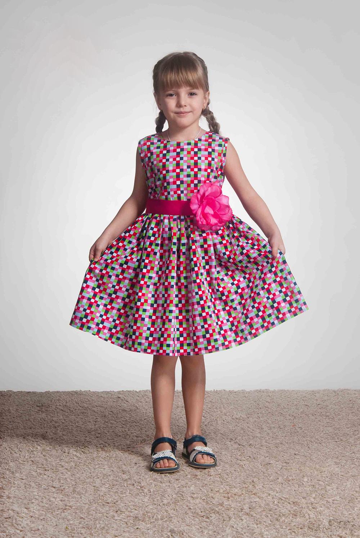 ПлатьеПлатья<br>Платье из натурального принтованного хлопка категории люкс. Классическое платье с лифом на обтачке без подклады. Пояс из репсовой ленты с украшением в виде цветка с жемчужиной в центре.  В изделии использованы цвета: розовый и др.  Размер 74 соответствует росту 70-73 см Размер 80 соответствует росту 74-80 см Размер 86 соответствует росту 81-86 см Размер 92 соответствует росту 87-92 см Размер 98 соответствует росту 93-98 см Размер 104 соответствует росту 98-104 см Размер 110 соответствует росту 105-110 см Размер 116 соответствует росту 111-116 см Размер 122 соответствует росту 117-122 см Размер 128 соответствует росту 123-128 см Размер 134 соответствует росту 129-134 см Размер 140 соответствует росту 135-140 см Размер 146 соответствует росту 141-146 см Размер 152 соответствует росту 147-152 см Размер 158 соответствует росту 153-158 см Размер 164 соответствует росту 159-164 см Размер 170 соответствует росту 165-170 см<br><br>Бретели: Широкие бретели<br>Горловина: С- горловина<br>По возрасту: Ясельные ( от 1 до 3 лет),Дошкольные ( от 3 до 7 лет),Школьные ( от 7 до 13 лет)<br>По длине: Миди<br>По материалу: Хлопковые<br>По образу: Повседневные<br>По рисунку: С принтом (печатью),Цветные<br>По сезону: Весна,Зима,Лето,Осень,Всесезон<br>По силуэту: Приталенные<br>По стилю: Нарядные,Повседневные<br>По форме: С завышенной талией,Трапеция<br>По элементам: Без рукавов,С декором<br>Размер : 104,116,122,134,98<br>Материал: Хлопок<br>Количество в наличии: 5