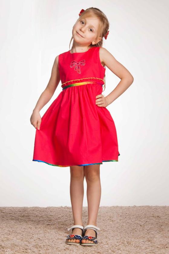 ПлатьеПлатья<br>Необыкновенно красивое платье для маленьких модниц. Изделие выпонено из мягкого хлопка. Округлая горловина. Платье без рукавов. Застежка - молния.  Цвет: ярко-розовый.<br><br>Бретели: Широкие бретели<br>Горловина: С- горловина<br>По возрасту: Ясельные ( от 1 до 3 лет),Дошкольные ( от 3 до 7 лет),Школьные ( от 7 до 13 лет)<br>По длине: Миди<br>По материалу: Хлопковые<br>По образу: Повседневные<br>По рисунку: Однотонные<br>По силуэту: Полуприталенные<br>По стилю: Нарядные<br>По форме: С завышенной талией,Трапеция<br>По элементам: Без рукавов,С воланами,С декором,С молнией<br>По сезону: Лето<br>Размер : 104,116,122,134,98<br>Материал: Хлопок<br>Количество в наличии: 5