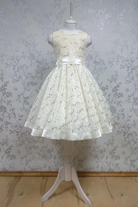 ПлатьеПлатья<br>Leli-Bambine - дизайн студия нарядной одежды для девочек.   Нарядное платье для маленькой леди. Платье выполнено из кружева с атласной отделкой. Пояс декорирован цветами. Подклад 100% хлопок.  В изделии использованы цвета:  молочный  Размер 74 соответствует росту 70-73 см Размер 80 соответствует росту 74-80 см Размер 86 соответствует росту 81-86 см Размер 92 соответствует росту 87-92 см Размер 98 соответствует росту 93-98 см Размер 104 соответствует росту 98-104 см Размер 110 соответствует росту 105-110 см Размер 116 соответствует росту 111-116 см Размер 122 соответствует росту 117-122 см Размер 128 соответствует росту 123-128 см Размер 134 соответствует росту 129-134 см Размер 140 соответствует росту 135-140 см<br><br>Горловина: С- горловина<br>По возрасту: Ясельные ( от 1 до 3 лет)<br>По длине: Миди<br>По материалу: Кружево<br>По образу: Выпускной,Торжество<br>По рисунку: Однотонные<br>По сезону: Весна,Зима,Лето,Осень,Всесезон<br>По силуэту: Приталенные<br>По стилю: На выпускной,Нарядные,Романтические<br>По форме: Трапеция<br>По элементам: Без рукавов,С декором<br>Размер : 92<br>Материал: Кружево<br>Количество в наличии: 1
