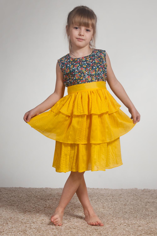 ПлатьеПлатья<br>Шикарное платье из хлопка. Лиф из хлопка в горох, обработан косой бейкой, без подклады. Трёхслойная юбка, сшитая каскадом, из тончайшего крэшированного хлопка. Невероятный объем у платья. Платье и в пир и в мир.   В изделии использованы цвета: желтый и др.  Размер 74 соответствует росту 70-73 см Размер 80 соответствует росту 74-80 см Размер 86 соответствует росту 81-86 см Размер 92 соответствует росту 87-92 см Размер 98 соответствует росту 93-98 см Размер 104 соответствует росту 98-104 см Размер 110 соответствует росту 105-110 см Размер 116 соответствует росту 111-116 см Размер 122 соответствует росту 117-122 см Размер 128 соответствует росту 123-128 см Размер 134 соответствует росту 129-134 см Размер 140 соответствует росту 135-140 см Размер 146 соответствует росту 141-146 см Размер 152 соответствует росту 147-152 см Размер 158 соответствует росту 153-158 см Размер 164 соответствует росту 159-164 см Размер 170 соответствует росту 165-170 см<br><br>Бретели: Широкие бретели<br>Горловина: С- горловина<br>По возрасту: Ясельные ( от 1 до 3 лет),Дошкольные ( от 3 до 7 лет),Школьные ( от 7 до 13 лет)<br>По длине: Миди<br>По материалу: Хлопковые<br>По образу: Выпускной,Торжество<br>По рисунку: В горошек,С принтом (печатью),Цветные<br>По сезону: Весна,Зима,Лето,Осень,Всесезон<br>По силуэту: Приталенные<br>По стилю: Нарядные<br>По форме: Трапеция<br>По элементам: Без рукавов<br>Размер : 104,116,122,134,140,98<br>Материал: Хлопок<br>Количество в наличии: 6