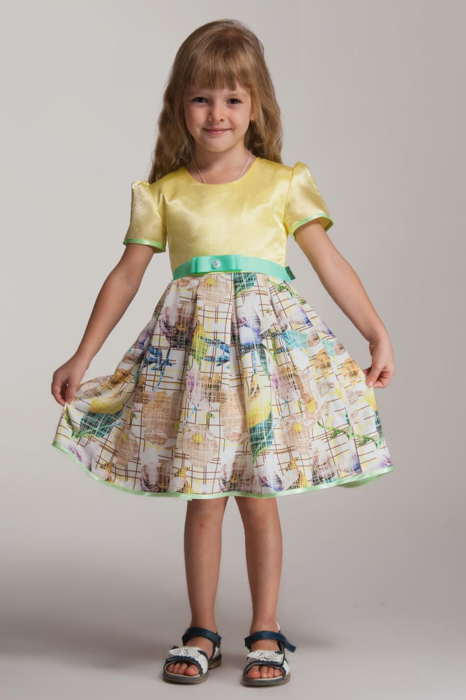 ПлатьеПлатья<br>Фигурное платье. Лиф из креп-сатина, юбка из атлас-шелка c с цветочным принтом. По юбке заложены встречные складки, которые создают невероятный объем, а за счет вшитого между подкладой и основной тканью фатина, юбка отлично держит форму. Рукава и низ платья окантованы контрастной атласной бейкой. Подклада лифа - хлопок.   В изделии использованы цвета: желтый и др.  Размер 74 соответствует росту 70-73 см Размер 80 соответствует росту 74-80 см Размер 86 соответствует росту 81-86 см Размер 92 соответствует росту 87-92 см Размер 98 соответствует росту 93-98 см Размер 104 соответствует росту 98-104 см Размер 110 соответствует росту 105-110 см Размер 116 соответствует росту 111-116 см Размер 122 соответствует росту 117-122 см Размер 128 соответствует росту 123-128 см Размер 134 соответствует росту 129-134 см Размер 140 соответствует росту 135-140 см Размер 146 соответствует росту 141-146 см Размер 152 соответствует росту 147-152 см Размер 158 соответствует росту 153-158 см Размер 164 соответствует росту 159-164 см Размер 170 соответствует росту 165-170 см<br><br>Горловина: С- горловина<br>По возрасту: Ясельные ( от 1 до 3 лет),Дошкольные ( от 3 до 7 лет),Школьные ( от 7 до 13 лет)<br>По длине: Миди<br>По материалу: Атласные<br>По образу: Выпускной,Торжество<br>По рисунку: Растительные мотивы,С принтом (печатью),Цветные,Цветочные<br>По сезону: Весна,Зима,Лето,Осень,Всесезон<br>По силуэту: Полуприталенные<br>По стилю: Летние,На выпускной,Нарядные<br>По форме: Трапеция<br>По элементам: С декором<br>Рукав: Короткий рукав<br>Размер : 104,116,122,134<br>Материал: Атлас<br>Количество в наличии: 4