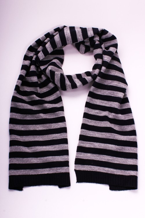 ШарфШарфы<br>Мягкий полосатый шарф.<br><br>По сезону: Осень,Весна<br>Размер : 25*160<br>Материал: Вязаное полотно<br>Количество в наличии: 1