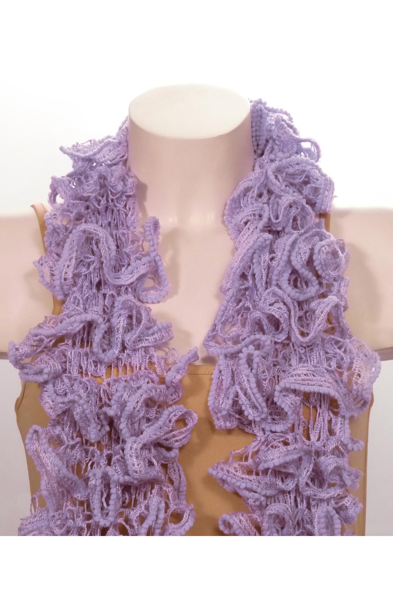 ШарфШарфы<br>Вязанный шарф придаст вашему образу романтичности. Этот удобный длинный кружевной шарф вяжут оригинальным узором,  который позволяет создать эффектные воланы.  Длина шарфа 1,5 метра.  В изделии использованы цвета: сиреневый<br><br>По сезону: Зима<br>Размер : UNI<br>Материал: Вязаное полотно<br>Количество в наличии: 3