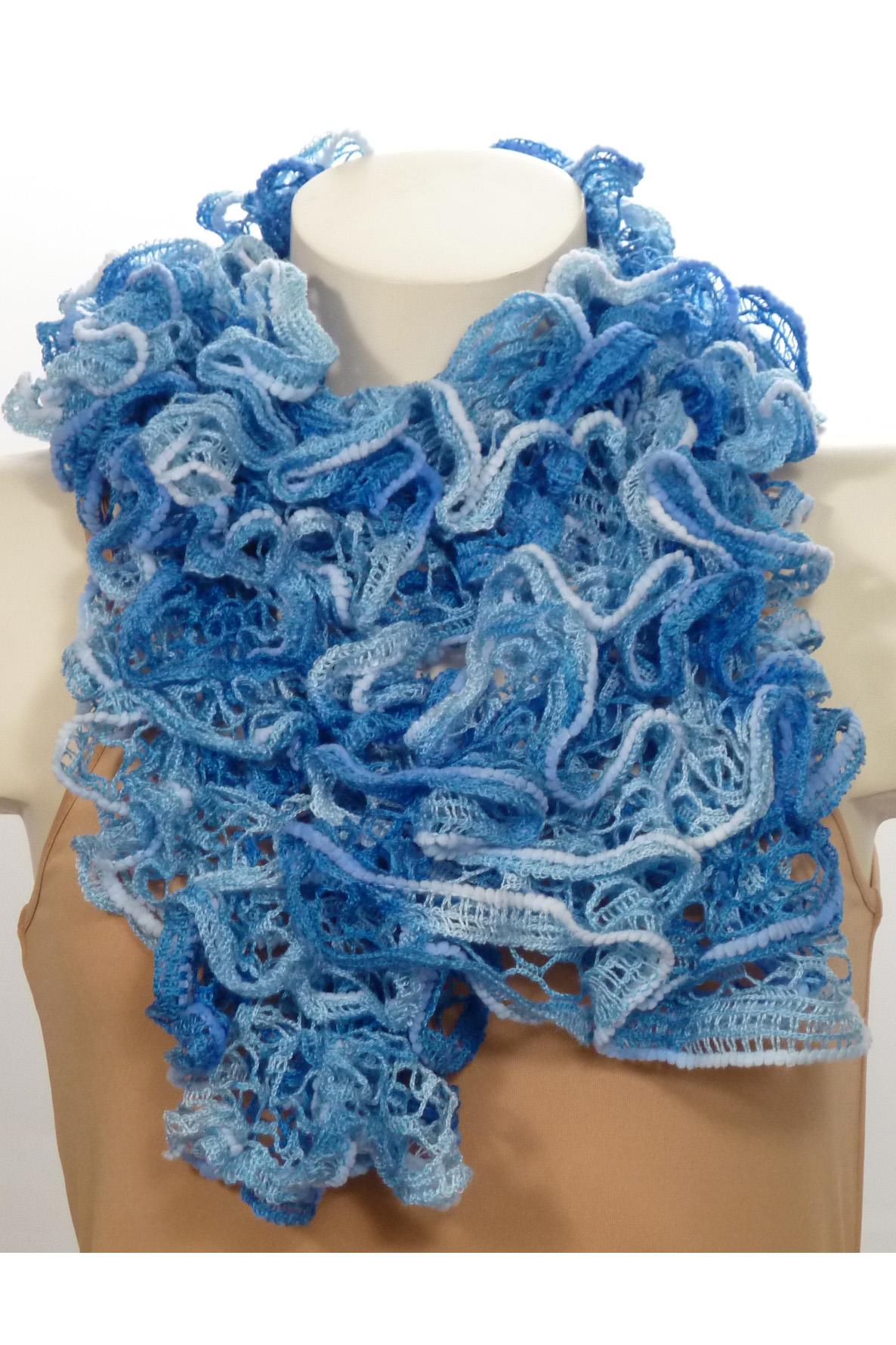 ШарфШарфы<br>Вязанный шарф придаст вашему образу романтичности. Этот удобный длинный кружевной шарф вяжут оригинальным узором,  который позволяет создать эффектные воланы.  Длина шарфа 1,5 метра.  В изделии использованы цвета: голубой, синий<br><br>По сезону: Зима<br>Размер : UNI<br>Материал: Вязаное полотно<br>Количество в наличии: 1
