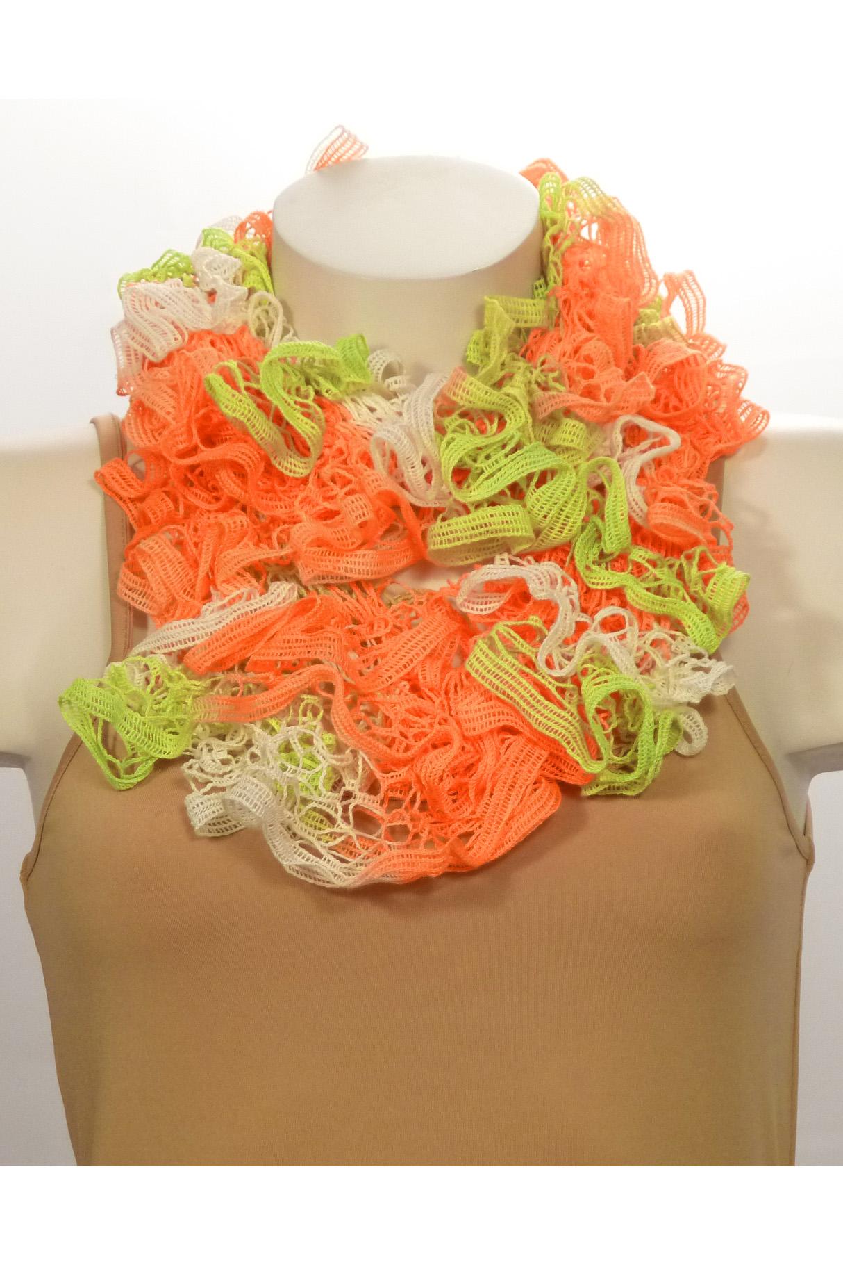 ШарфШарфы<br>Вязанный шарф придаст вашему образу романтичности. Этот удобный длинный кружевной шарф вяжут оригинальным узором,  который позволяет создать эффектные воланы.  Длина шарфа 1,5 метра.  В изделии использованы цвета: оранжевый, салатовый и др.<br><br>По сезону: Зима<br>Размер : UNI<br>Материал: Вязаное полотно<br>Количество в наличии: 2