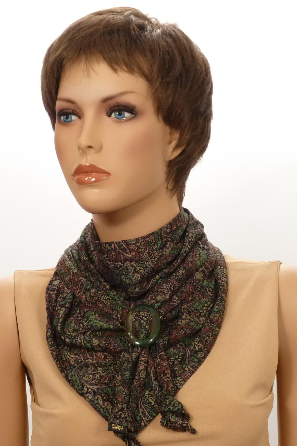 Шарф-бактусШарфы<br>Бактус – это оригинальный шарф, в виде  треугольника. Он является настоящей находкой для любителей стильных и многофункциональных аксессуаров. Бактусы с удовольствием носят женщины и мужчины, не равнодушны к ним и дети. Треугольный шарф гармонично вписывается как в классические, так и спортивные комплекты одежды.   Однозначно, бактус-практичный и универсальный аксессуар, он прикроет шею от прохладных ветерков весной, а летом защитит кожу от прямых солнечных лучей. Шарф без аксессуара.  Размер 35*150 см.  В изделии использованы цвета: коричневый, зеленый и др.<br><br>По сезону: Всесезон<br>Размер : UNI<br>Материал: Трикотаж<br>Количество в наличии: 2