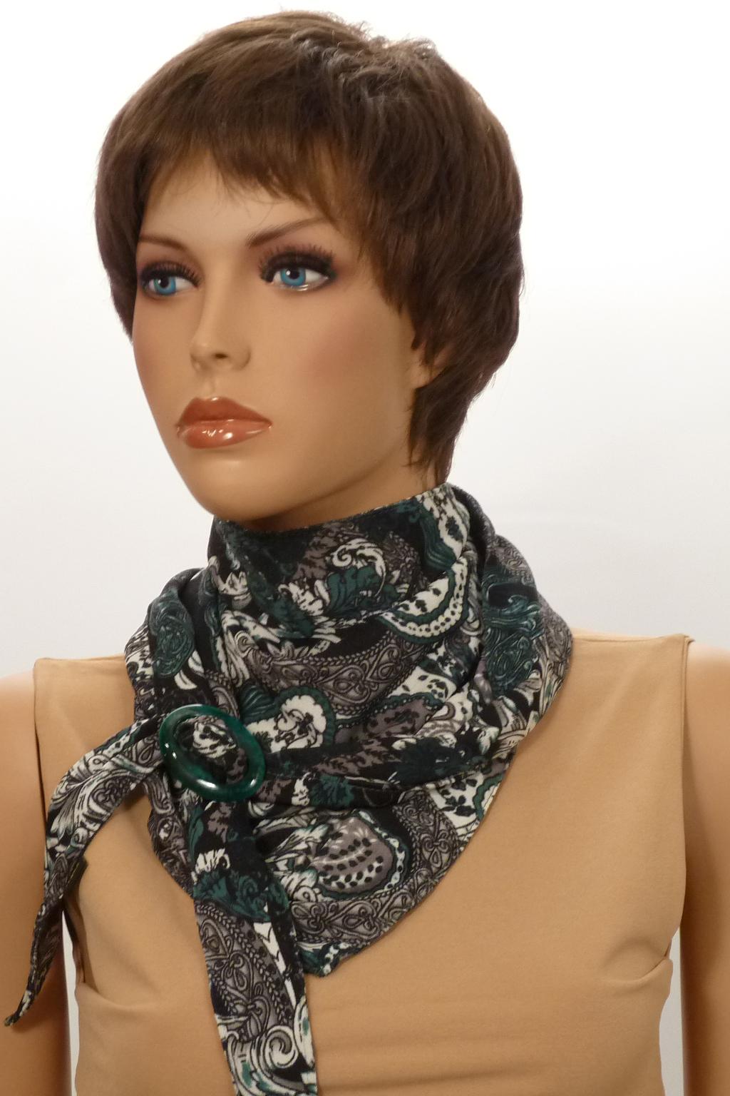 Шарф-бактусШарфы<br>Бактус – это оригинальный шарф, в виде  треугольника. Он является настоящей находкой для любителей стильных и многофункциональных аксессуаров. Бактусы с удовольствием носят женщины и мужчины, не равнодушны к ним и дети. Треугольный шарф гармонично вписывается как в классические, так и спортивные комплекты одежды.   Однозначно, бактус-практичный и универсальный аксессуар, он прикроет шею от прохладных ветерков весной, а летом защитит кожу от прямых солнечных лучей. Шарф без аксессуара.  Размер 35*150 см.  В изделии использованы цвета: серый, зеленый и др.<br><br>По сезону: Всесезон<br>Размер : UNI<br>Материал: Трикотаж<br>Количество в наличии: 2