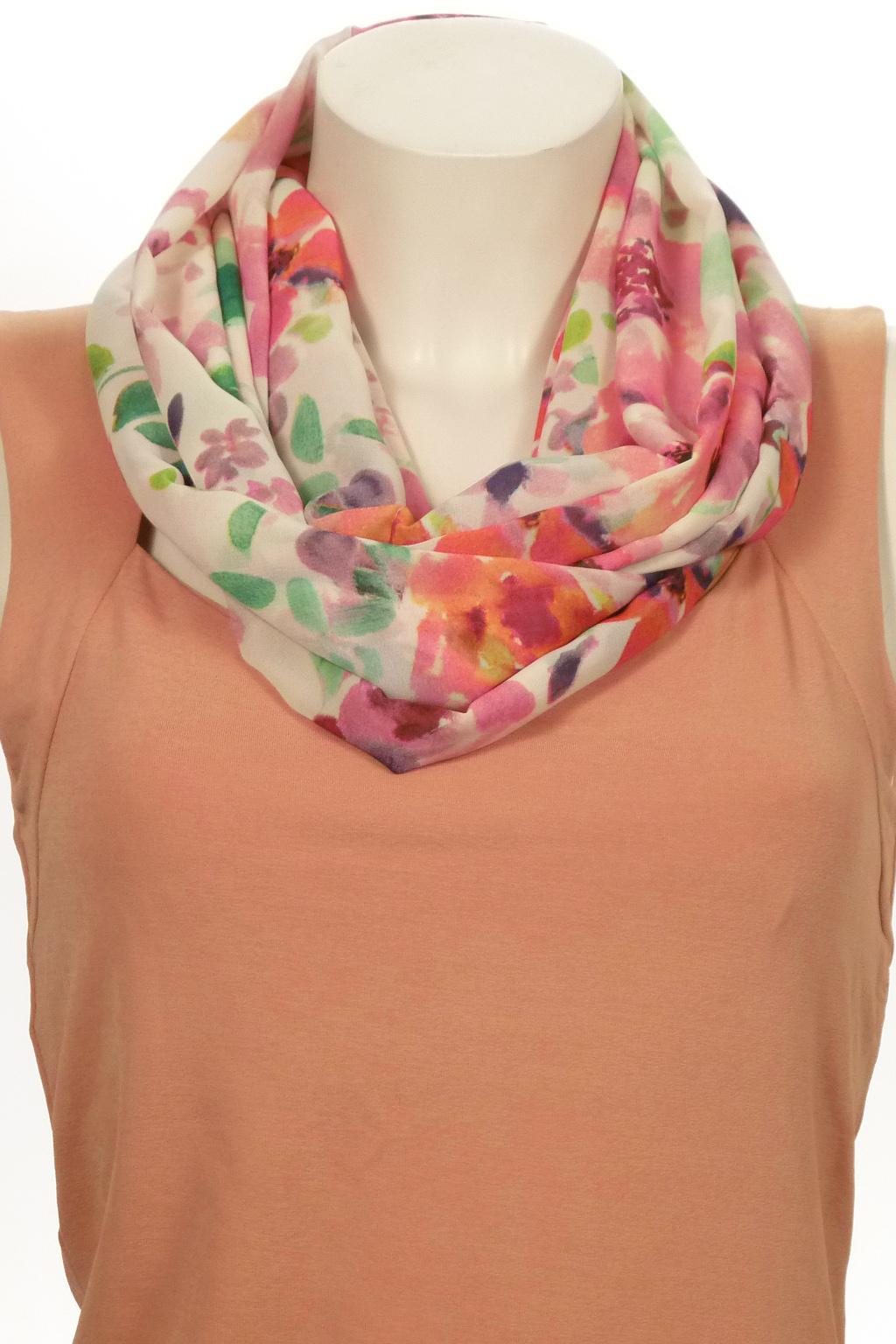 Шарф-дуэтШарфы<br>Шарф - дуэт это тандем шарфа и муфты, которая вшита в шарф - трубу. Шарф - труба в сшитом состоянии: длина 140 см, ширина 24 см.  В изделии использованы цвета: белый, розовый, зеленый и др.<br><br>По сезону: Всесезон<br>Размер : UNI<br>Материал: Шифон<br>Количество в наличии: 3