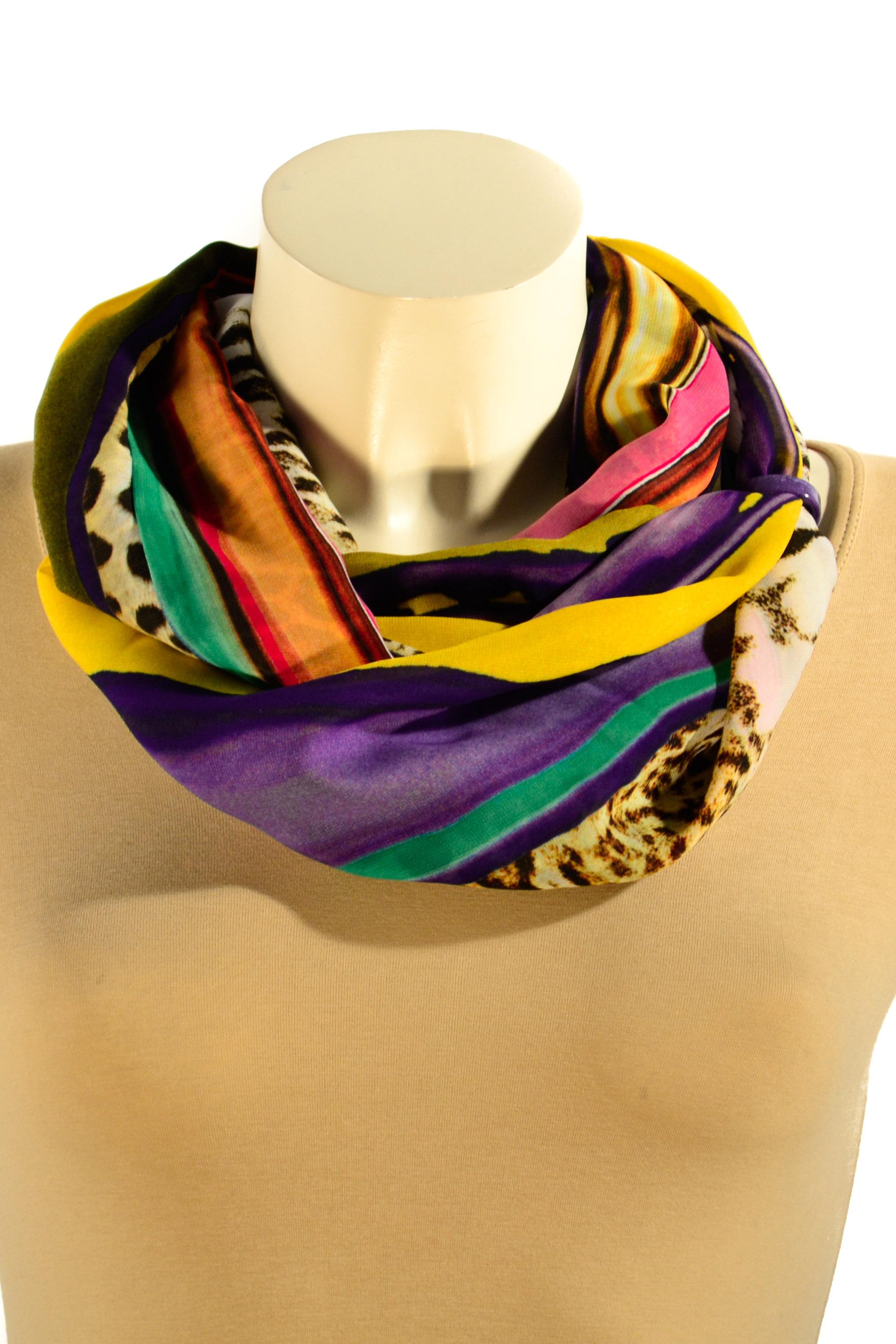 Шарф-дуэтШарфы<br>Шарф - дуэт это тандем шарфа и муфты, которая вшита в шарф - трубу. Шарф - труба в сшитом состоянии: длина 144 см, ширина 27 см. Шарф без аксессуаров.  В изделии использованы цвета: фиолетовый, желтый, черный и др.<br><br>По сезону: Всесезон<br>Размер : UNI<br>Материал: Шифон<br>Количество в наличии: 3