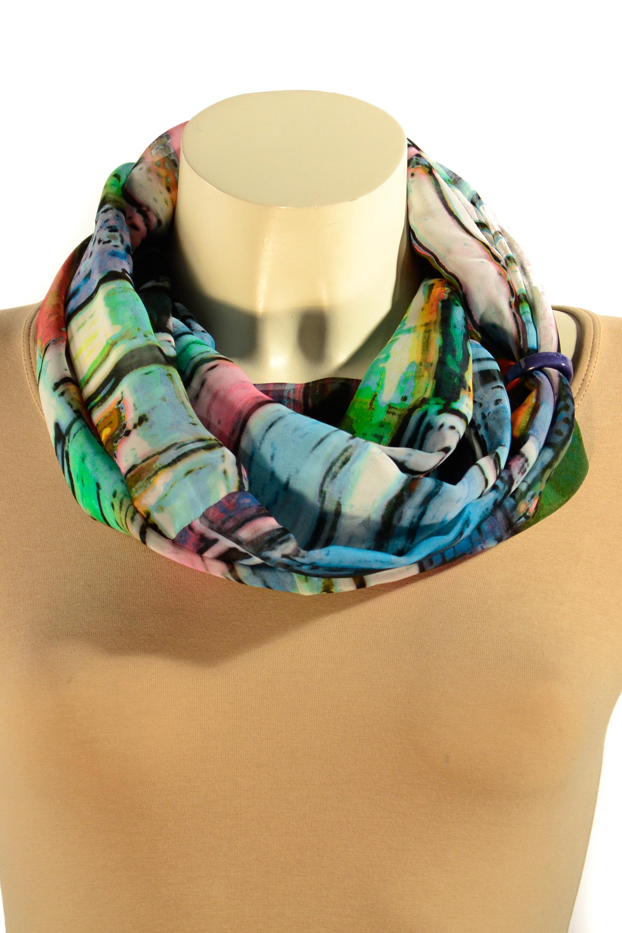 Шарф-дуэтШарфы<br>Шарф - дуэт это тандем шарфа и муфты, которая вшита в шарф - трубу. Шарф - труба в сшитом состоянии: длина 144 см, ширина 27 см. Шарф без аксессуаров.  В изделии использованы цвета: голубой, зеленый и др.<br><br>По сезону: Всесезон<br>Размер : UNI<br>Материал: Шифон<br>Количество в наличии: 3