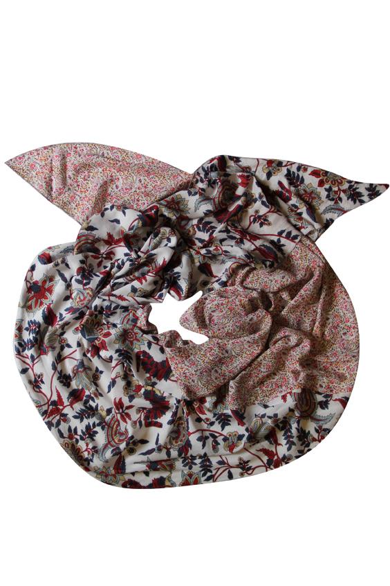ШарфШарфы<br>Очаровательный женский шарф, который украсит Ваш образ  Цвет: мультицвет, белый и др.  Размер: 250*75 см<br><br>Размер : UNI<br>Материал: Вискоза<br>Количество в наличии: 1