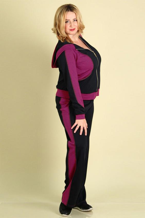 Спортивный костюмСпортивные костюмы<br>Современный женский спортивный костюм большого размера. Выполнен в контрастных цветах. Брюки с лампасными вставками, куртка с застежкой на молнию и карманами. Модель имеет капюшон.   Цвет: черный, розовый  Рост девушки-фотомодели 167 см.<br><br>По образу: Город,Спорт<br>По стилю: Повседневный стиль,Спортивный стиль<br>По материалу: Трикотаж<br>По рисунку: Цветные<br>По сезону: Весна,Осень<br>По силуэту: Полуприталенные<br>По элементам: С капюшоном,С карманами<br>По форме: Брюки,Костюм двойка<br>По длине: Макси<br>Рукав: Длинный рукав<br>Застежка: С молнией<br>Размер: 48-50,52-54,60-62<br>Материал: 60% полиэстер 35% вискоза 5% эластан<br>Количество в наличии: 1