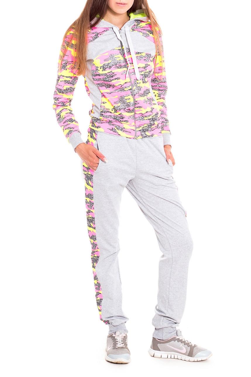 Костюм спортивныйСпортивные костюмы<br>Яркий молодежный спортивный костюм из ткани в стиле милитари. Куртка и капюшон со вставками. Брюки сзади с кокеткой и с боковыми карманами. По боковым швам вставлены лампасы.  В изделии использованы цвета: серый, розовый, желтый и др.  Рост девушки-фотомодели 170 см.<br><br>Застежка: С молнией<br>По длине: Макси<br>По материалу: Трикотаж,Хлопок<br>По рисунку: С принтом,Цветные<br>По силуэту: Полуприталенные<br>По стилю: Повседневный стиль,Спортивный стиль<br>По форме: Костюм двойка,Спортивные брюки<br>По элементам: С капюшоном,С карманами,С манжетами<br>Рукав: Длинный рукав<br>По сезону: Осень,Весна<br>Размер : 44,46,48,50<br>Материал: Трикотаж<br>Количество в наличии: 10