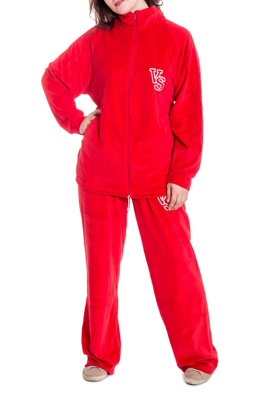 Спортивный костюмСпортивная одежда<br>Удобный спортивный костюм из мягкого велюра. Костюм состоит из кофты и брюк. Отличный выбор для занятий спортом или активного отдыха.  Цвет: красный  Рост девушки-фотомодели 180 см.<br><br>Сезон: Всесезон<br>Размер : 56<br>Материал: Велюр<br>Количество в наличии: 1