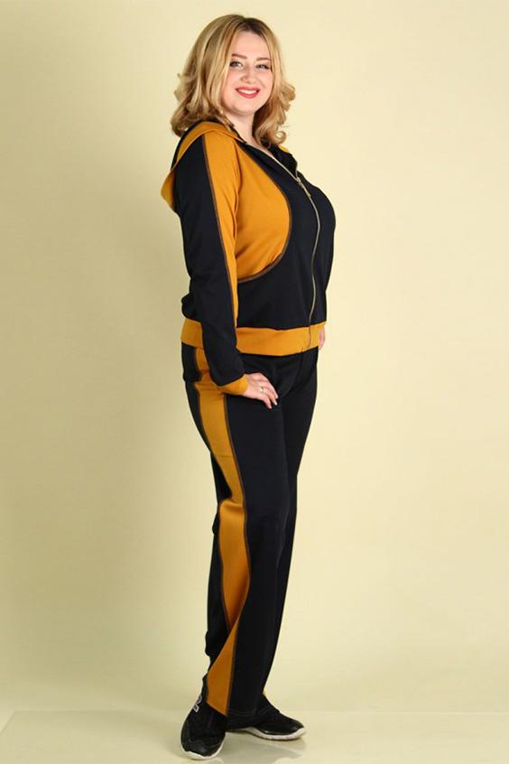 Спортивный костюмСпортивные костюмы<br>Современный женский спортивный костюм большого размера. Выполнен в контрастных цветах. Брюки с лампасными вставками, куртка с застежкой на молнию и карманами. Модель имеет капюшон.   Цвет: темно-синий, желтый  Рост девушки-фотомодели 167 см.<br><br>По образу: Город,Спорт<br>По стилю: Повседневный стиль,Спортивный стиль<br>По материалу: Трикотаж<br>По рисунку: Цветные<br>По сезону: Весна,Осень<br>По силуэту: Полуприталенные<br>По элементам: С капюшоном,С карманами<br>По форме: Брюки,Костюм двойка<br>По длине: Макси<br>Рукав: Длинный рукав<br>Застежка: С молнией<br>Размер: 48-50,52-54,60-62<br>Материал: 60% полиэстер 35% вискоза 5% эластан<br>Количество в наличии: 3