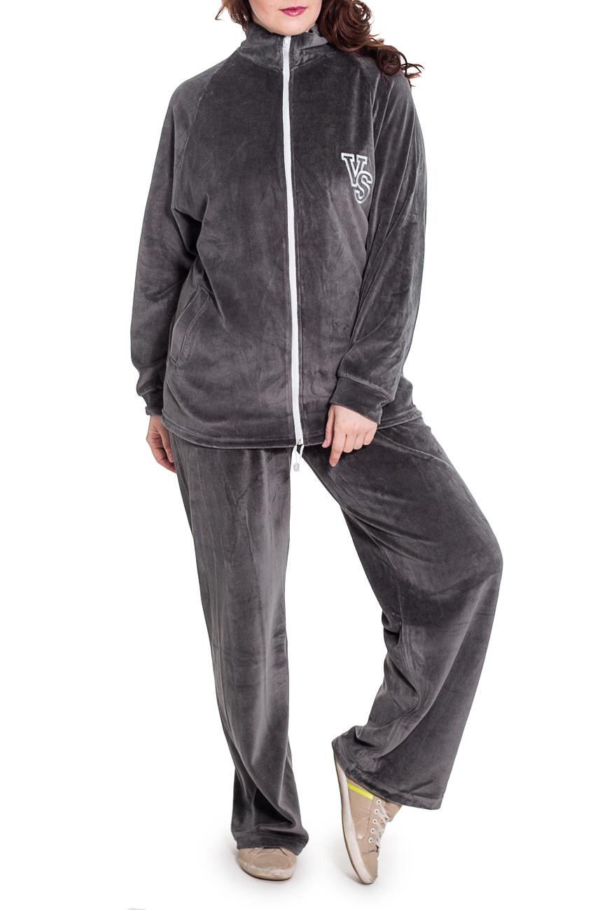 Спортивный костюмСпортивные костюмы<br>Удобный спортивный костюм. Модель выполнена из мягкого велюра. Отличный выбор для занятий спортом или активного отдыха.  Цвет: серый  Рост девушки-фотомодели 180 см.<br><br>Воротник: Стойка<br>Застежка: С молнией<br>По длине: Макси<br>По материалу: Трикотаж<br>По образу: Город,Спорт<br>По рисунку: Однотонные<br>По силуэту: Полуприталенные<br>По стилю: Повседневный стиль,Спортивный стиль<br>По форме: Брюки,Костюм двойка<br>По элементам: С декором,С карманами,С манжетами<br>Рукав: Длинный рукав<br>По сезону: Осень,Весна<br>Размер : 58<br>Материал: Велюр<br>Количество в наличии: 1