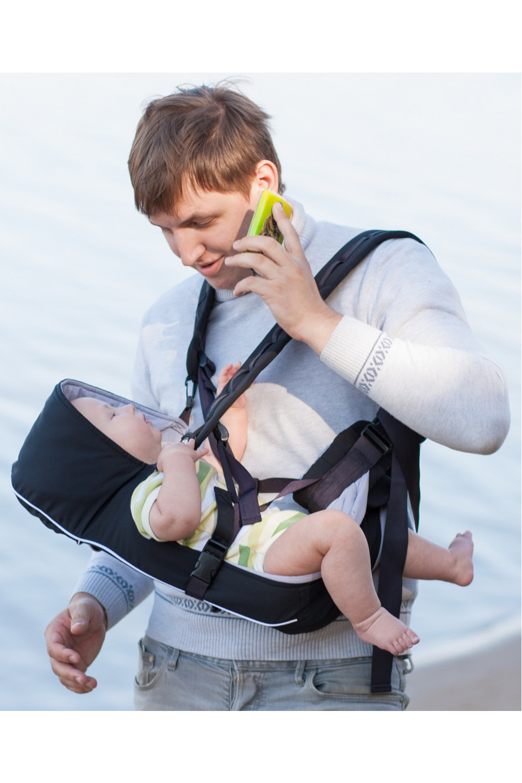 Рюкзак-кенгуруСлинги, кенгуру и эрго-рюкзаки<br>Шесть основных положений и множество дополнительных возможностей: «Лежа» (для новорожденных) + положение полулежа. Высота расположения ребенка, наклон его тела, угол поворота взрослого настраиваются по желанию сумка-переноска «лицом к себе» «лицом от себя» два положения «за спиной» может использоваться как подвесная люлька «для кухни», а также как поддерживающий поводок. Если у Вас подвижный, любознательный малыш, и Вы хотите сохранить активный образ жизни, наша модель для Вас  Особенности рюкзака-кенгуру Адаптирован для переноски малышей с рождения и до полутора-двух лет Выполнен с учетом ортопедических требований к переноске малышей и к распределению нагрузки на спину взрослого Анатомическая конструкция лямок разгружает спину и шею родителя, перенося основную нагрузку на пояс. Анатомическая конструкция подвески для малыша снимает нагрузку с неокрепшего позвоночника и обеспечивает правильное положение с широким разведением ножек и без давления на промежность. Многофункциональный: имеет шесть положений, включая положение «лежа» для новорожденных Универсальный: подходит и для лета, и для зимы, для дома и для прогулки или поездки за город, настраивается под любой размер Безопасный: даже самый подвижный бутуз не вывалится из рюкзачка в любом его положении, при этом не ограничивается свобода движений. Полностью раскладывается: не будет проблем с «упаковкой» малыша в рюкзачок Простой и удобный все настраивается одной рукой, без необходимости снимать кенгурушкуБлагодаря дополнительным петелькам можно изменять высоту положения и наклон ребёнка в зависимости от его веса и возраста - около 10 уровней Положение «лежа» можно без труда перевести в положение «сидя» и обратно, не снимая рюкзачок и не вынимая из него малыша одним движением руки Такую возможность не предоставляет ни одна кенгурушка современного рынка. Легко снять: если малыш уснул в кенгурушке, можно переложить его в кроватку или коляску, не разбудив Капюшон защитит м