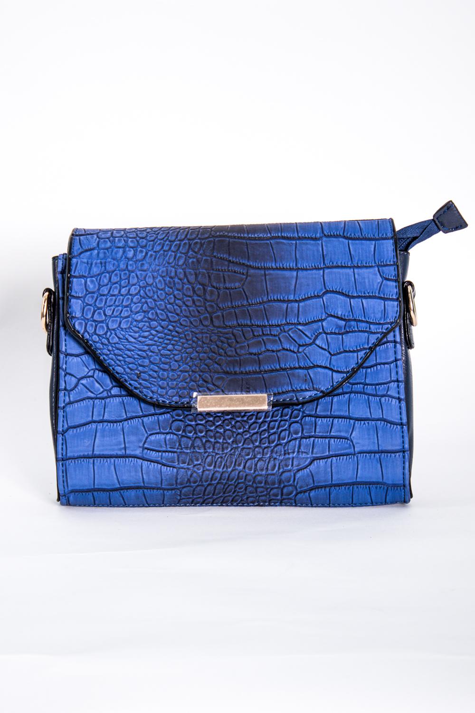Классическая сумкаКлассические<br>Маленькая женская сумка.  Размеры: 22*18*4 см  Цвет: синий<br><br>По материалу: Искусственная кожа<br>По размеру: Маленькие<br>По рисунку: Однотонные,Рептилия,Фактурный рисунок<br>По способу ношения: В руках,На плечо<br>По степени жесткости: Полужесткие<br>По типу застежки: С застежкой молнией,С клапаном<br>Ручки: Длинные<br>По форме: Прямоугольные<br>Размер : UNI<br>Материал: Искусственная кожа<br>Количество в наличии: 2