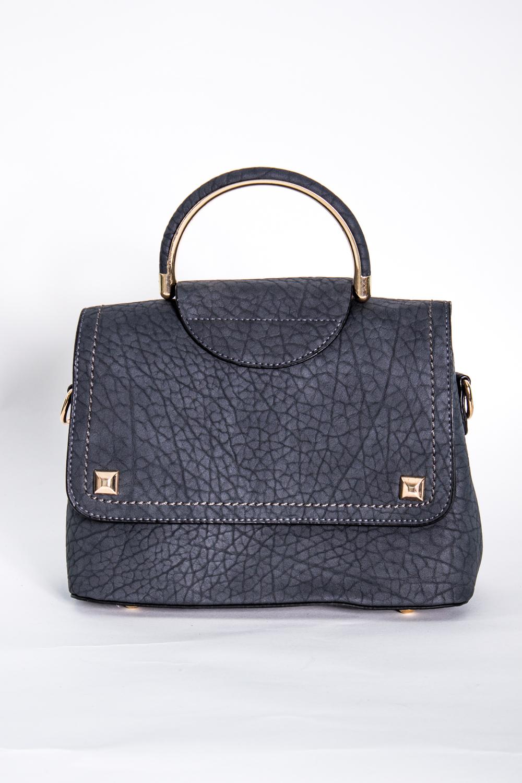 Классическая сумкаКлассические<br>Маленькая женская сумка.  Размеры: 23*18*7 см  Цвет: темно-серый<br><br>По материалу: Искусственная кожа<br>По размеру: Маленькие<br>По рисунку: Однотонные,Фактурный рисунок<br>По силуэту стенок: Прямоугольные<br>По способу ношения: В руках,На плечо<br>По степени жесткости: Полужесткие<br>По типу застежки: С застежкой молнией,С клапаном<br>Ручки: Длинные,Короткие<br>Размер : UNI<br>Материал: Искусственная кожа<br>Количество в наличии: 1