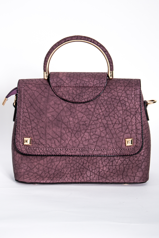 Классическая сумкаКлассические<br>Маленькая женская сумка.  Размеры: 23*19*9 см  Цвет: розовый, черный<br><br>По материалу: Искусственная кожа<br>По размеру: Маленькие<br>По рисунку: Однотонные,Фактурный рисунок<br>По способу ношения: В руках,На плечо<br>По степени жесткости: Полужесткие<br>По типу застежки: С застежкой молнией,С клапаном<br>Ручки: Длинные,Короткие<br>По форме: Прямоугольные<br>Размер : UNI<br>Материал: Искусственная кожа<br>Количество в наличии: 1