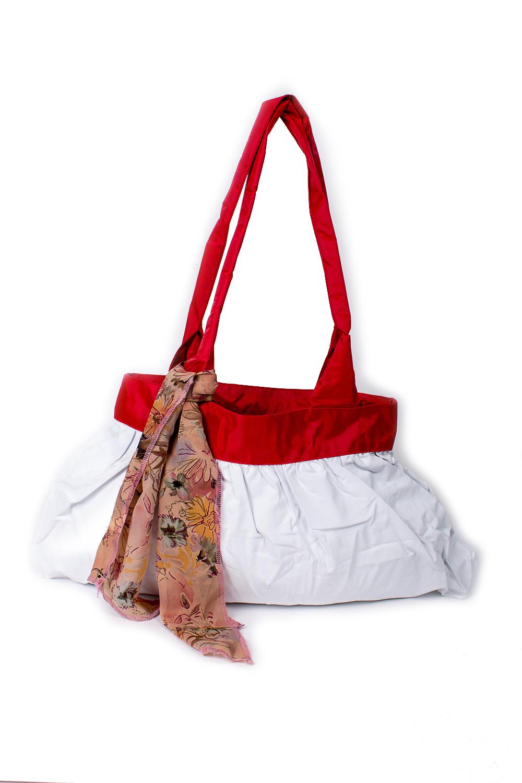 СумкаСумки-шоппинг<br>Удобная и вместительная женская сумка.  Размеры: 29*45 см.  Цвет: белый, красный<br><br>По материалу: Тканевые<br>По размеру: Средние<br>По рисунку: Однотонные<br>По способу ношения: В руках,На плечо<br>По степени жесткости: Мягкие<br>Ручки: Длинные<br>По сезону: Всесезон<br>По форме: Прямоугольные<br>Размер : UNI<br>Материал: Полиэстер<br>Количество в наличии: 5