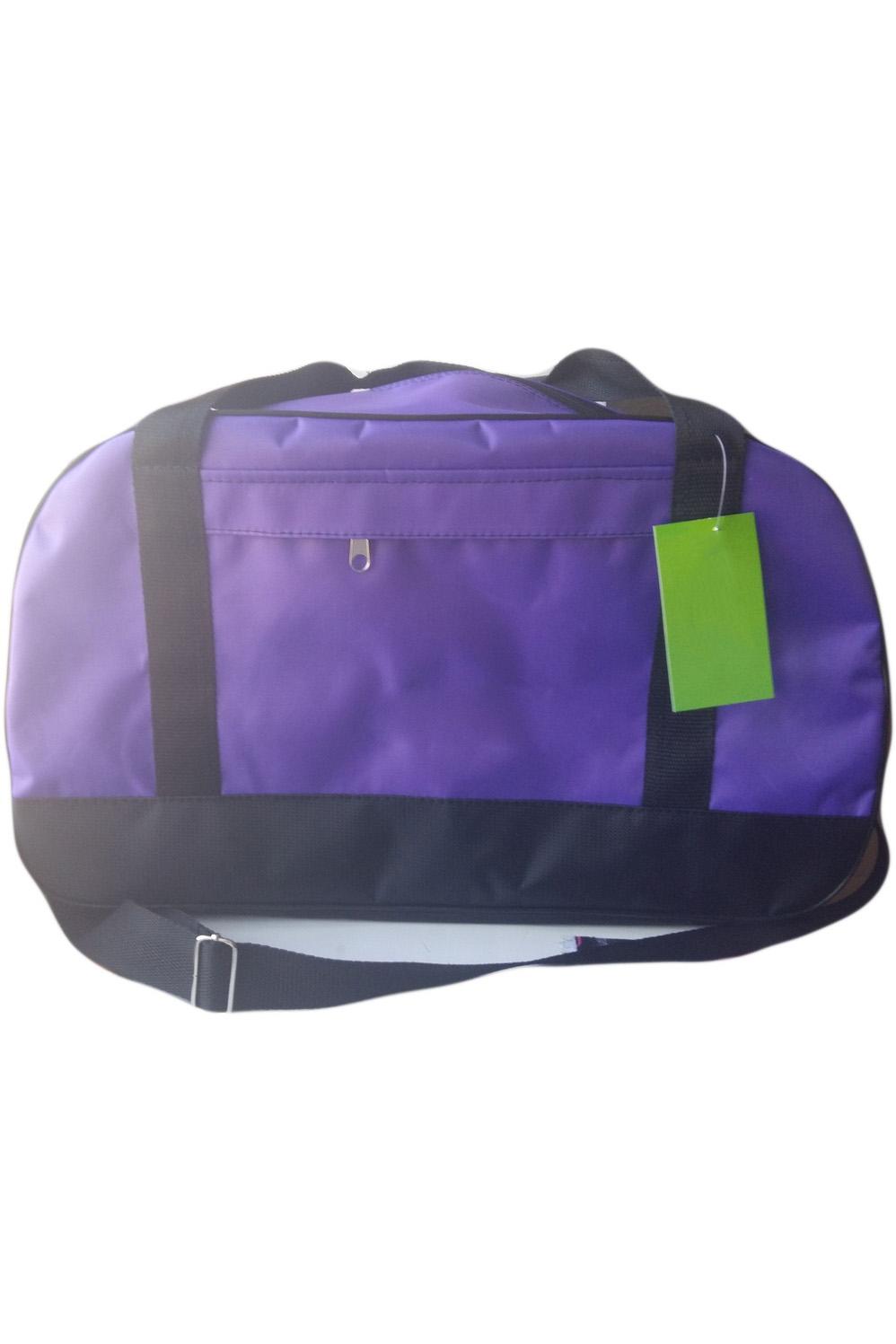 Спортивная сумкаСпортивные<br>Удобная и вместительная спортивная сумка.  Размер: 47*22*21 см.  В изделии использованы цвета: фиолетовый, черный<br><br>По материалу: Тканевые<br>По рисунку: Цветные<br>По степени жесткости: Мягкие<br>По типу застежки: С застежкой молнией<br>По сезону: Всесезон<br>Ручки: Длинные,Короткие<br>По стилю: Повседневный стиль<br>По форме: Трапециевидные<br>Размер : UNI<br>Материал: Полиэстер<br>Количество в наличии: 1