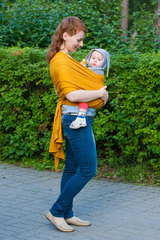 Слинг-шарфСлинги для новорожденных<br>Слинг-шарфы отвечают всем требованиям к слингам для новорожденных – натуральные, экологичные, гипоаллергенные, при этом прочные и крепкие. По многим свойствам льняные слинг-шарфы превосходят хлопковые. Такие слинги лучше держат и распределяют вес, выдерживают более высокие нагрузки, в жару лучше защищают от перегрева и отводят пот (а в холодную погоду – лучше сохраняют тепло), «сопротивляются» появлению грязи и пятен. Кроме того, лен – природный антисептик и имеет даже лечебные свойства. Единственный недостаток льняных слинг-шарфов – их сильная «мнучесть». Может использоваться с рождения и до 3-4 лет Слинг-шарф – это одна из лучших разновидностей слингов. Множество вариантов намоток, великолепная поддержка неокрепшей спинки ребёнка, забота о маминой спине, правильное распределение нагрузки – вот то, за что ценят слинг-шарфы. А благодаря натуральности и высокой прочности ткани, слинг-шарфы можно использовать с самого рождения и до того момента, пока вам не надоест таскать свое чадо на руках.  Хорошая «дышимость» и температурный комфорт Благодаря просветам между нитями льняные слинг-шарфы отлично вентилируются, поддерживают комфортную температуру тела и в жару, и в прохладную погоду.   Тонкий и лёгкий  Рабочая длина слинг-шарфа 5,1 м (4,7 м без скосов), ширина – 64 см.   Цвет: горчичный<br><br>По сезону: Всесезон<br>Размер: 1<br>Материал: 50% лен 50% вискоза<br>Количество в наличии: 1