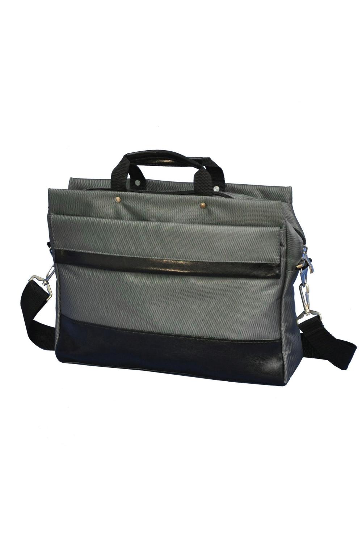 СумкаДеловые<br>Деловая мужская сумка. Модель с застежкой на молнию, двумя короткими и одной плечевой ручкой.  В изделии использованы цвета: серый, черный  Габариты, см: 27х36х8<br><br>Размер : UNI<br>Материал: Полиэстер<br>Количество в наличии: 1