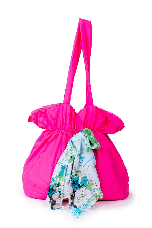 СумкаСумки-шоппинг<br>Удобная и вместительная женская сумка.  Размеры: 34*35*13 см.  Цвет: розовый<br><br>По материалу: Тканевые<br>По размеру: Средние<br>По рисунку: Однотонные<br>По силуэту стенок: Прямоугольные<br>По способу ношения: В руках,На плечо<br>По степени жесткости: Мягкие<br>Ручки: Длинные<br>По сезону: Всесезон<br>Размер : UNI<br>Материал: Полиэстер<br>Количество в наличии: 3