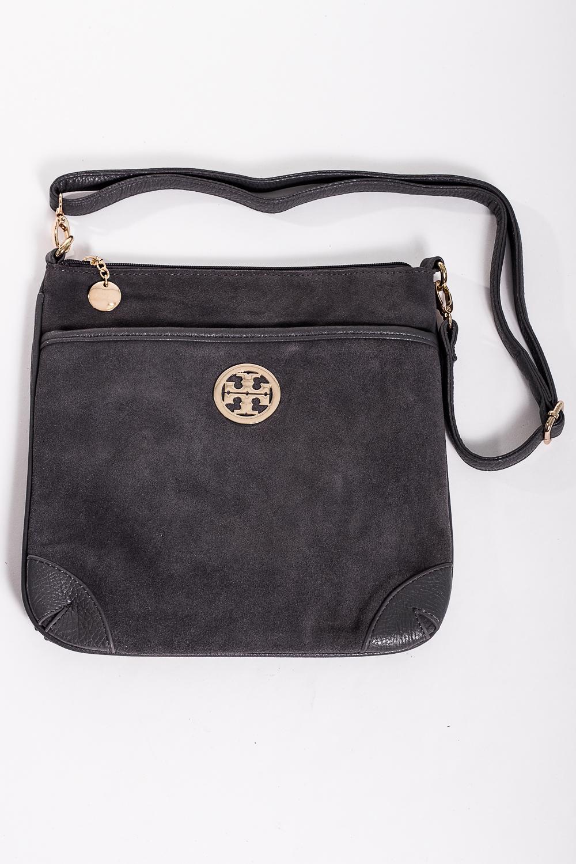 Классическая сумкаКлассические<br>Классическая женская сумка прямоугольной формы с одной ручкой. Модель выполнена из искусственной кожи и натуральной замши. Задний карман на молнии.  Цвет: серый  Размер:  длина 28 см высота 28,5 см ширина 1 см<br><br>По материалу: Искусственная кожа,Замша<br>По размеру: Средние<br>По рисунку: Однотонные<br>По способу ношения: В руках<br>По степени жесткости: Полужесткие<br>По типу застежки: С застежкой молнией<br>По элементам: Карман на молнии<br>Ручки: Регулируемые<br>По форме: Квадратные<br>Размер : UNI<br>Материал: Искусственная кожа + Натуральная замша<br>Количество в наличии: 3