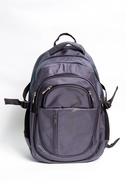 РюкзакРюкзаки<br>Модный рюкзак для активного отдыха или занятий спортом из качественных ярких материалов. Снаружи передние карманы на молнии, удобные лямки и ручка.  Размеры: 29*45*17 см  Цвет: серый, черный<br><br>Размер : UNI<br>Материал: Полиэстер<br>Количество в наличии: 3