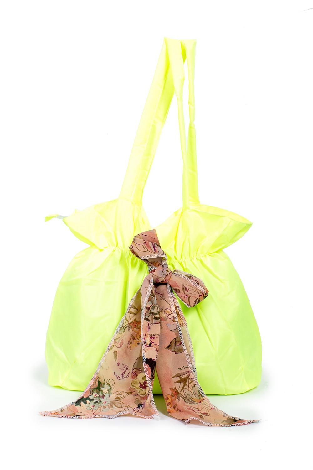 СумкаСумки-шоппинг<br>Удобная и вместительная женская сумка.  Размеры: 30*37*12 см.  Цвет: лимонный<br><br>По материалу: Тканевые<br>По размеру: Средние<br>По рисунку: Однотонные<br>По силуэту стенок: Прямоугольные<br>По способу ношения: В руках,На плечо<br>По степени жесткости: Мягкие<br>Ручки: Длинные<br>По сезону: Всесезон<br>Размер : UNI<br>Материал: Полиэстер<br>Количество в наличии: 6