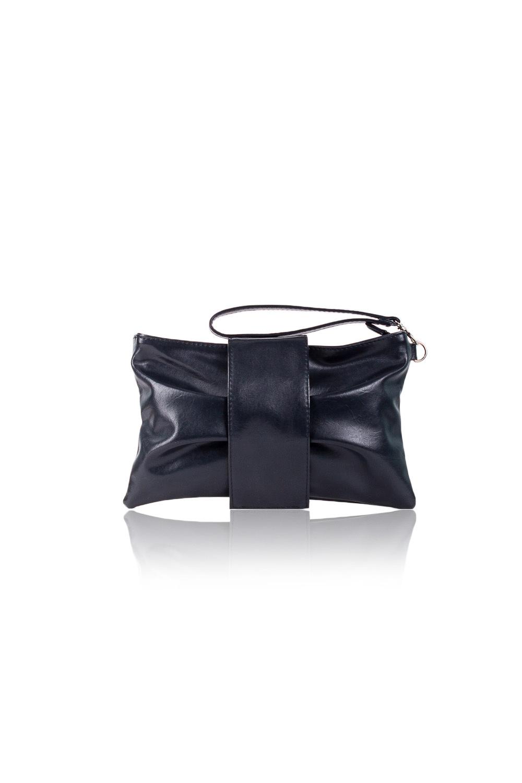 КлатчКлатчи<br>Женские сумки бренда DINESSI - это стильные аксессуары, которые по достоинству оценят представительницы прекрасного пола.  Клатч в форме банта. На передней части сумки складки и откидной клапан с магнитом. Застегивается на молнию. Внутри карман с молнией, накладной карман и под телефон.   Цвет: черный.  Размеры: Длина - 26 ± 1 см Высота - 16 ± 1 см Глубина - 1,5 ± 1 см<br><br>По материалу: Искусственная кожа<br>По размеру: Маленькие<br>По рисунку: Однотонные<br>По силуэту стенок: Прямоугольные<br>По способу ношения: В руках,На запастье<br>По степени жесткости: Мягкие<br>По типу застежки: На магните,С застежкой молнией<br>По элементам: Карман на молнии,Карман под телефон<br>Ручки: Короткие<br>По стилю: Повседневный стиль,Нарядный стиль<br>Размер : UNI<br>Материал: Искусственная кожа<br>Количество в наличии: 2