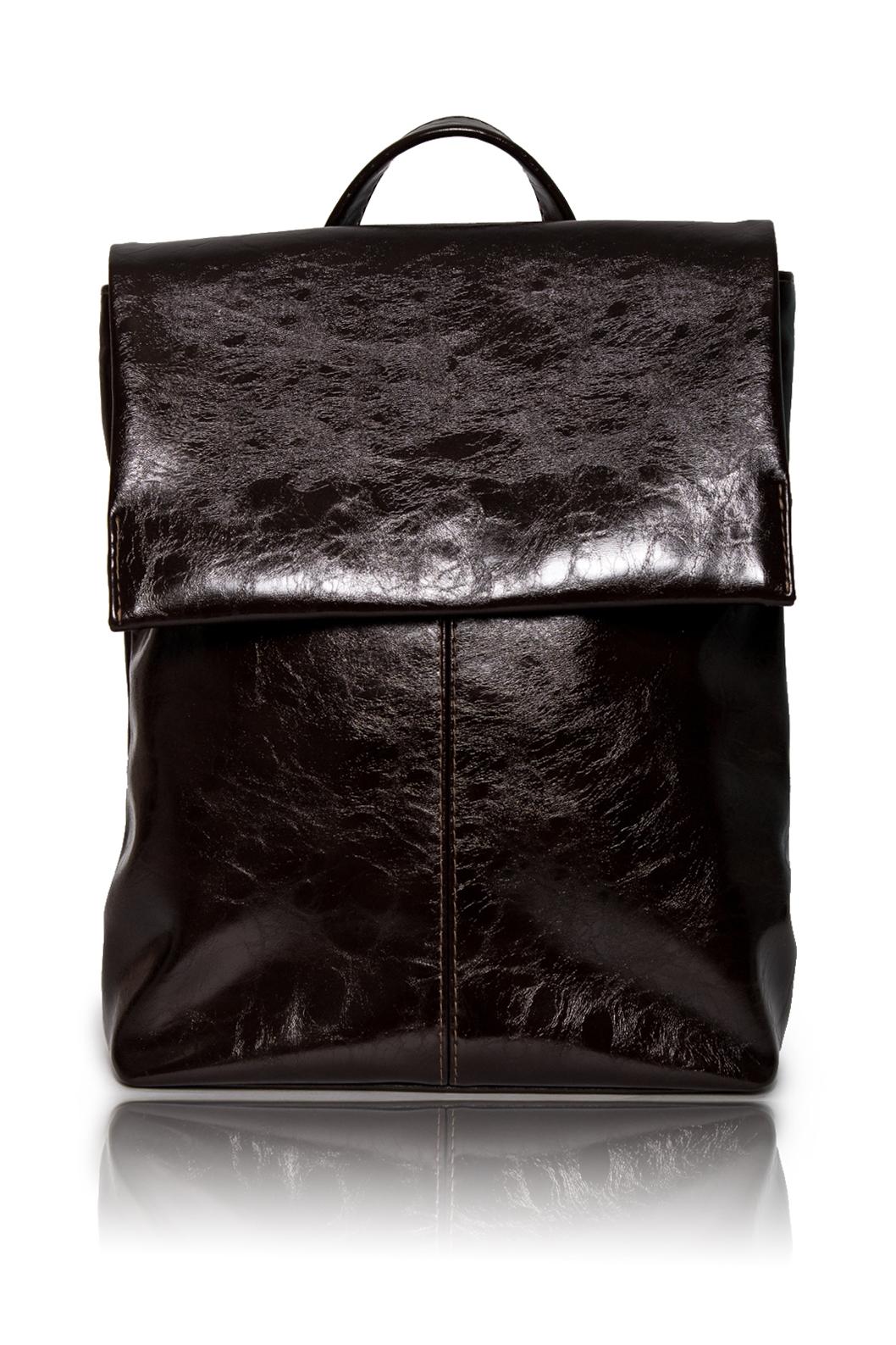 РюкзакРюкзаки<br>Женские сумки бренда DINESSI - это стильные аксессуары, которые по достоинству оценят представительницы прекрасного пола.  Рюкзак со средним швом на передней части и откидным клапаном, фиксирующимся магнитом. Застежка на молнию. Внутри карман под телефон и карман с молнией.  Цвет: шоколадный.  Размеры: 32*30*10 ± 1 см<br><br>По материалу: Искусственная кожа<br>По размеру: Средние<br>По рисунку: Однотонные<br>По силуэту стенок: Прямоугольные<br>По способу ношения: На плечо<br>По степени жесткости: Мягкие<br>По типу застежки: На магните,С клапаном<br>По элементам: Карман на молнии,Карман под телефон<br>По стилю: Молодежный стиль,Повседневный стиль<br>Размер : UNI<br>Материал: Искусственная кожа<br>Количество в наличии: 1