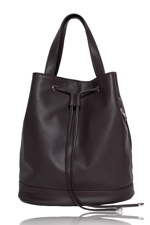 СумкаСумки-шоппинг<br>Женские сумки бренда DINESSI - это стильные аксессуары, которые по достоинству оценят представительницы прекрасного пола.  Сумка мешок с донышком. Застежка на магнит. По верхнему срезу люверсы со шнурком. По низу сумки притачная планка. Один карман на молнии с боку. Две короткие ручки и съемная, регулируемая лямка. Внутри два накладных кармана и карман на молнии.  Цвет: темный шоколад.  Размеры: Высота - 34 ± 1 см Ширина - 17 ± 1 см Длина - 31 ± 1 см<br><br>Отделения: 1 отделение<br>По материалу: Искусственная кожа<br>По размеру: Средние<br>По рисунку: Однотонные<br>По способу ношения: В руках,На плечо<br>По степени жесткости: Мягкие<br>По типу застежки: На шнурке,С застежкой молнией<br>По элементам: Карман на молнии,Карман под телефон<br>Ручки: Короткие<br>Размер : UNI<br>Материал: Искусственная кожа<br>Количество в наличии: 1