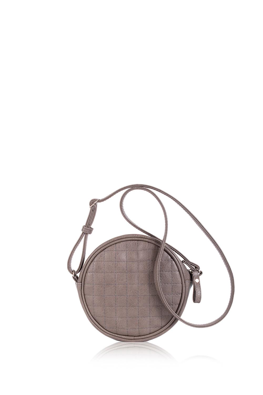 СумкаКлассические<br>Женские сумки бренда DINESSI - это стильные аксессуары, которые по достоинству оценят представительницы прекрасного пола.  Сумка quot;классическаяquot; на молнии. На передней части сумки средний шов, складки и декоративный бант. На задней части сумки карман на молнии. Внутри два накладных кармана и карман на молнии.  Цвет: серо-бежевый.  Длина - 38 ± 1 см Высота - 29,5 ± 1 см Глубина - 11,5 ± 1 см<br><br>Отделения: 1 отделение<br>По материалу: Искусственная кожа<br>По размеру: Средние<br>По рисунку: Однотонные<br>По способу ношения: В руках,На запастье,На плечо<br>По степени жесткости: Мягкие<br>По типу застежки: С застежкой молнией<br>По элементам: Карман на молнии,Карман под телефон,С декором<br>Ручки: Короткие<br>Размер : UNI<br>Материал: Искусственная кожа<br>Количество в наличии: 1