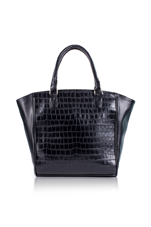 СумкаСумки-шоппинг<br>Женские сумки бренда DINESSI - это стильные аксессуары, которые по достоинству оценят представительницы прекрасного пола.  Сумка с застежкой молнией и двумя короткими ручками. На задней части карман на молнии. Внутри два накладных кармана и карман на молнии.  Цвет: черный.  Размеры: Высота - 34 ± 1 см Длина по дну - 32,5 ± 1 см Длина по верху - 49 ± 1 см Глубина - 10,5 ± 1 см<br><br>Отделения: 1 отделение<br>По материалу: Искусственная кожа<br>По размеру: Крупные<br>По рисунку: Однотонные,Рептилия,Фактурный рисунок<br>По способу ношения: В руках,На плечо<br>По степени жесткости: Мягкие<br>По типу застежки: С застежкой молнией<br>По форме: Трапециевидные<br>По элементам: Карман на молнии,Карман под телефон<br>Ручки: Короткие<br>Размер : UNI<br>Материал: Искусственная кожа<br>Количество в наличии: 1