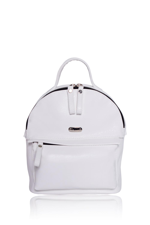 РюкзакРюкзаки<br>Женские сумки бренда DINESSI - это стильные аксессуары, которые по достоинству оценят представительницы прекрасного пола.Рюкзак с короткой ручкой и двумя регулируемыми лямками. На передней части карман на молнии. Внутри карман на молнии.Цвет: белый.Размеры: 19*22,5*11 ± 1 см<br><br>По способу ношения: В руках,На плечо,Через плечо<br>По степени жесткости: Мягкие<br>Ручки: Плечевые,Тонкие,Регулируемые<br>Материал: Искусственная кожа<br>Размер: Маленькие<br>Рисунок: Однотонные<br>Стиль: Летний стиль,Молодежный стиль,Повседневный стиль<br>Форма: Полукруглые<br>Элементы: Карман на молнии,Карман под телефон,С декором,С отделочной фурнитурой<br>Застежка: С застежкой молнией,С двухсторонней молнией<br>Размер : UNI<br>Материал: Искусственная кожа<br>Количество в наличии: 1