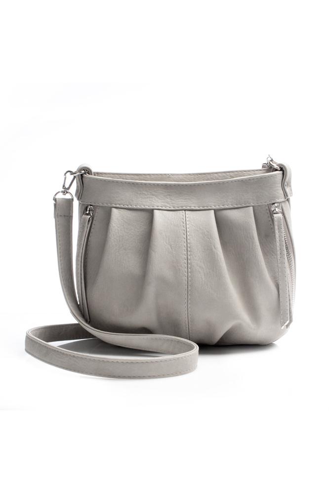 Классическая сумкаКлассические<br>Сумка женская, мягкая.  Внутри: 1 отдел, внури карман на молнии, под сотовый телефон. Длинный ремень с регулятором.  Впереди 2 кармана на молнии.  Сзади карман на молнии. Легкая, средняя.  Размеры: длина 33 см высота 22 см ширина 13 см  Цвет: серый<br><br>По материалу: Искусственная кожа<br>По образу: Город,Жизнь,Офис<br>По размеру: Маленькие<br>По рисунку: Однотонные<br>По силуэту стенок: Трапециевидные<br>По способу ношения: На плечо<br>По степени жесткости: Мягкие<br>По стилю: Офисные,Повседневные<br>По типу застежки: С застежкой молнией<br>По элементам: Карман на молнии,Карман под телефон<br>Ручки: Длинные,Регулируемые<br>Размер : UNI<br>Материал: Искусственная кожа<br>Количество в наличии: 5