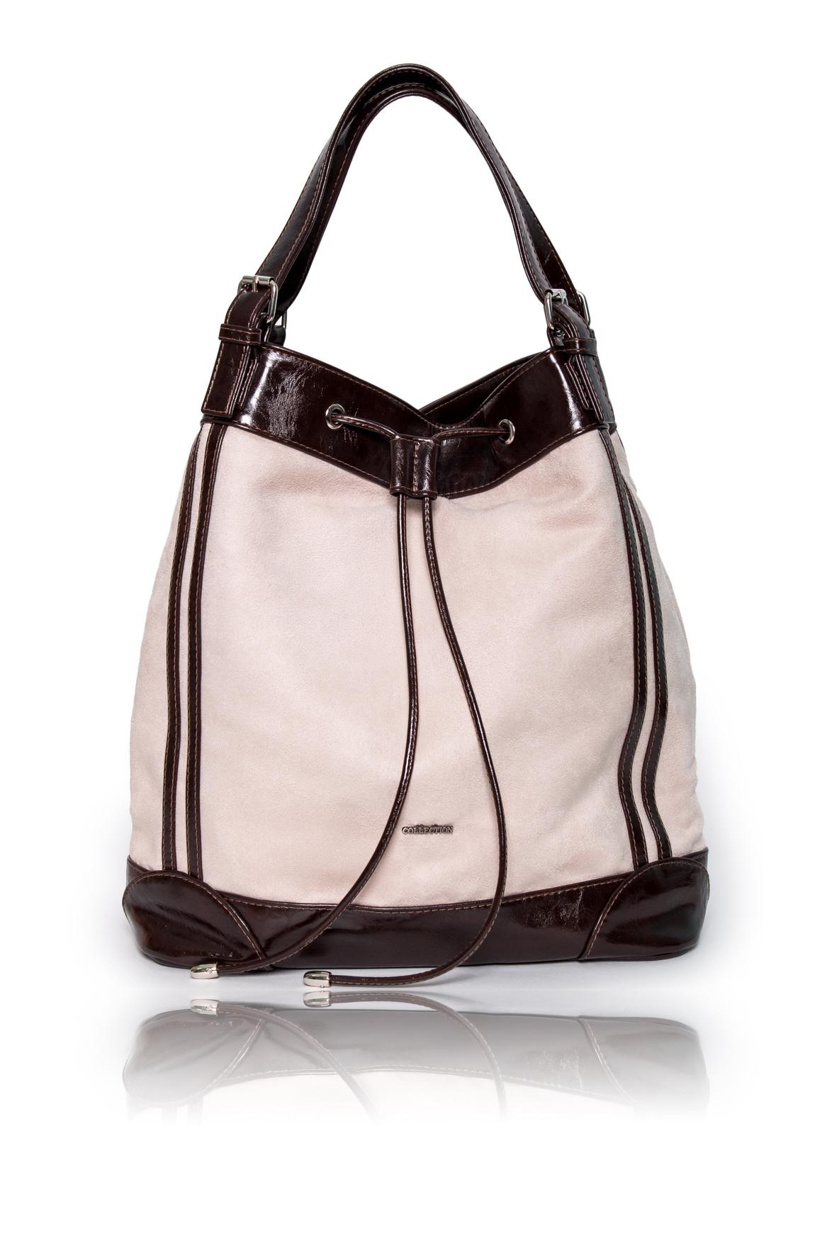 СумкаКлассические<br>Женские сумки бренда DINESSI - это стильные аксессуары, которые по достоинству оценят представительницы прекрасного пола.  Сумка quot;мешокquot; с донышком, с застежкой на магнит с затяжкой. Две короткие ручки и отстегивающаяся, регулируемая, длинная лямка.  На задней части сумки карман на молнии. Внутри карман на молнии и два накладных кармана.   Цвет: бежевый (замша), коричневый (искусственная кожа).  Размеры: Высота - 37 ± 1 см Длина - 33 ± 1 см Ширина - 17 ± 1 см Длина ручек - 39 ± 1 см<br><br>По материалу: Искусственная кожа,Замша<br>По размеру: Средние<br>По рисунку: Цветные<br>По способу ношения: В руках,На запастье,На плечо,Через плечо<br>По степени жесткости: Мягкие<br>По типу застежки: На магните,С застежкой молнией<br>По элементам: Карман на молнии,Карман под телефон,С ремнями<br>Ручки: Длинные,Короткие,Регулируемые<br>По форме: Трапециевидные<br>Размер : UNI<br>Материал: Искусственная кожа + Искусственная замша<br>Количество в наличии: 1