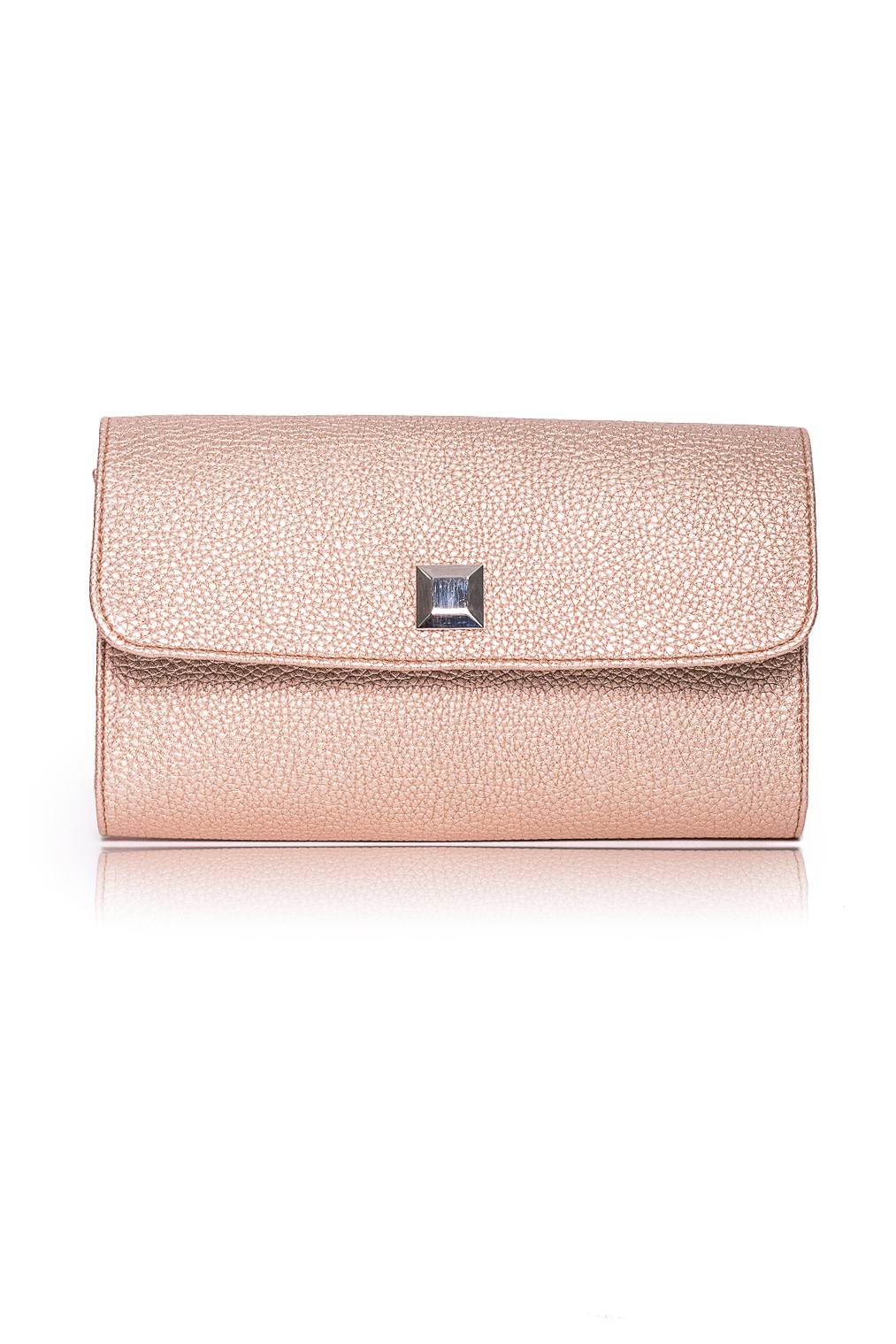 КлатчКлатчи<br>Женские сумки бренда DINESSI - это стильные аксессуары, которые по достоинству оценят представительницы прекрасного пола.  Клатч с клапаном и застежкой на магнит. Внутри карман на молнии.   Цвет: золотой.  Размеры: 26 * 15,5 * 5 ± 1 см<br><br>Отделения: 1 отделение<br>По материалу: Искусственная кожа<br>По размеру: Средние<br>По рисунку: Однотонные<br>По способу ношения: В руках<br>По степени жесткости: Полужесткие<br>По типу застежки: На магните<br>По элементам: Карман на молнии,Карман под телефон,С декором,С отделочной фурнитурой<br>По стилю: Повседневный стиль,Нарядный стиль<br>По форме: Прямоугольные<br>Размер : UNI<br>Материал: Искусственная кожа<br>Количество в наличии: 1