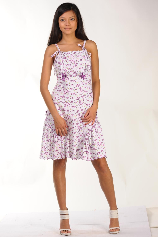 Ночная сорочкаНочные сорочки<br>Женская ночная сорочка из трикотажного полотна 100% хб. Трикотажная ночная сорочка - лучший вариант ночной сорочки. Это гипоаллергенная, легкая, качественная и натуральная одежда для сна.  Сорочка полуприлегающего силуэта, на тонких регулируемых бретелях, завязывающихся спереди. Спинка и перед сорочки - с рельефами. Рельефы переда декоративно отстрочены. Верхняя центральная часть сорочки отрезная под грудью, присборенная, с контрастными отстрочками и отделочными атласными лентами. По бокам сорочки оригинальные широкие, заложенные складки воланы с отделкой декоративными контрастными отстрочками и атласными бантиками. Длина по боковому шву - 72 см.<br><br>По материалу: Трикотажные<br>По рисунку: Растительные мотивы,С принтом (печатью),Цветные,Цветочные<br>По силуэту: Приталенные<br>По форме: Сорочки<br>По элементам: Без рукавов,С декором<br>По сезону: Всесезон<br>Размер : 54,56,58<br>Материал: Трикотаж<br>Количество в наличии: 1