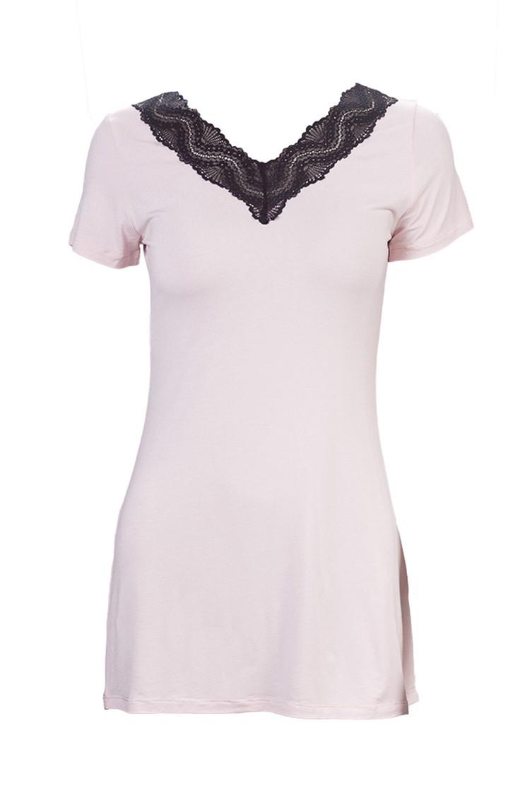 СорочкаНочные сорочки<br>Легкая трикотажная ночная сорочка для прекрасных дам.<br><br>Горловина: V- горловина<br>По силуэту: Свободные<br>По рисунку: Цветные<br>По форме: Сорочки<br>По сезону: Всесезон<br>По материалу: Трикотаж<br>По стилю: Повседневный стиль<br>Размер : 44,46,48<br>Материал: Вискоза<br>Количество в наличии: 3