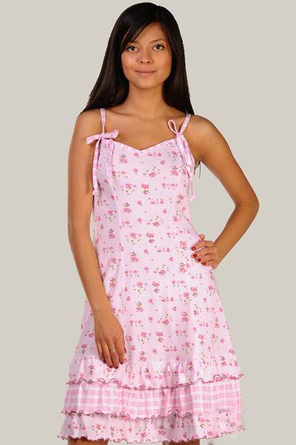 СорочкаНочные сорочки<br>Женская ночная сорочка из трикотажного полотна. Трикотажная ночная сорочка - лучший вариант ночной сорочки. Это гипоаллергенная, легкая, качественная и натуральная одежда для сна.  Сорочка полуприлегающего силуэта, на тонких регулируемых бретелях, завязывающихся спереди. Спинка и перед сорочки - с рельефами. По низу сорочки - присборенные воланы. Бретели и средний волан выполнены из трикотажного полотна компаньона с рисунком в клетку.  Длина по боковому шву - 72 см.  Цвет: розовый<br><br>По рисунку: Растительные мотивы,Цветные,Цветочные,С принтом<br>По силуэту: Приталенные<br>По сезону: Всесезон<br>По длине: До колена<br>По материалу: Хлопок<br>По стилю: Повседневный стиль,Романтический стиль<br>По элементам: С воланами и рюшами,С декором<br>Размер : 50,52<br>Материал: Хлопок<br>Количество в наличии: 2