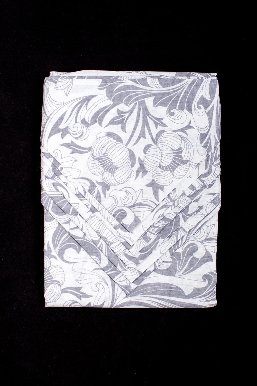 Набор столовыйСтоловые наборы<br>Столовый набор из плотного материала. В набор входит скатерть и 6 салфеток.  В изделии использованы цвета: белый, серый<br><br>Размер : 150*190<br>Материал: Бязь<br>Количество в наличии: 1