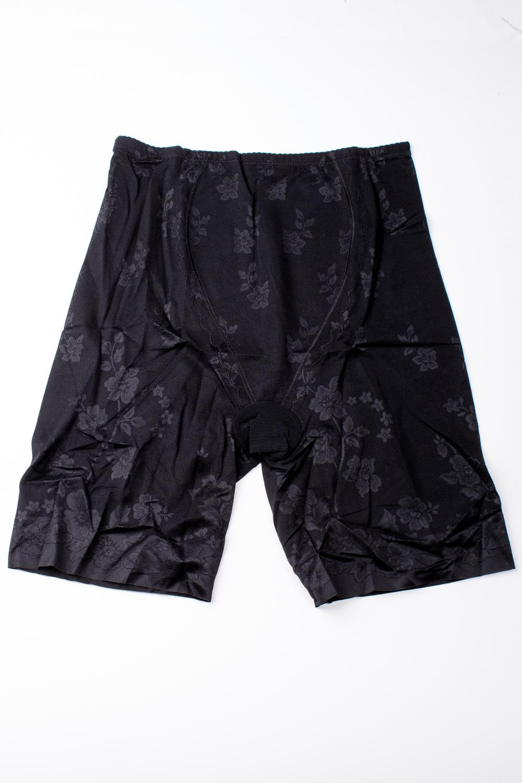 Корректирующее бельеКорректирующее белье<br>Моделирующие шорты из микрофибры с высокой талией и с х/б ластовицей. Корректируют линию бедер, подтягивают живот, моделируют зону ягодиц. Благодаря проклеенным плоским срезам, края шорт не видны через одежду.  Цвет: черный<br><br>По форме: Панталоны/бриджи/лосины,Трусики<br>По сезону: Всесезон<br>По материалу: Трикотаж<br>Размер : 52,56<br>Материал: Микрофибра<br>Количество в наличии: 5