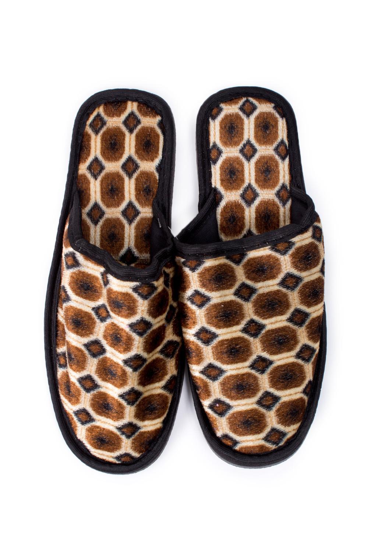 ТапочкиДомашняя обувь<br>Теплые и мягкие домашние тапочки подарят не только комфорт, но и отличное настроение после трудового дня.   В изделии использованы цвета: бежевый, коричневый, черный<br><br>По сезону: Всесезон<br>Размер : 40-41<br>Материал: Текстиль<br>Количество в наличии: 2